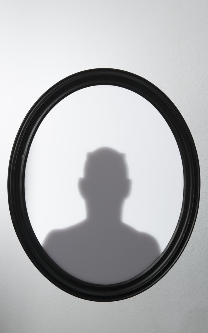 Silhouet met iPhone: zelfportret als duivel met hoorns met inspiratie van Rembrandt